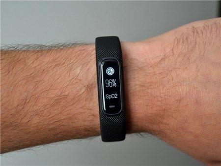 So sánh đồng hồ thông minh smartwatch với vòng đeo tay thông minh nên mua cái nào